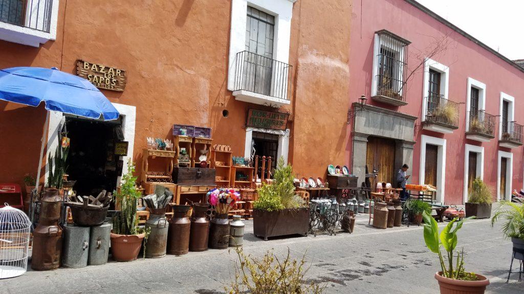 Bazar Los Sapos in Puebla, Calle 6 Sur